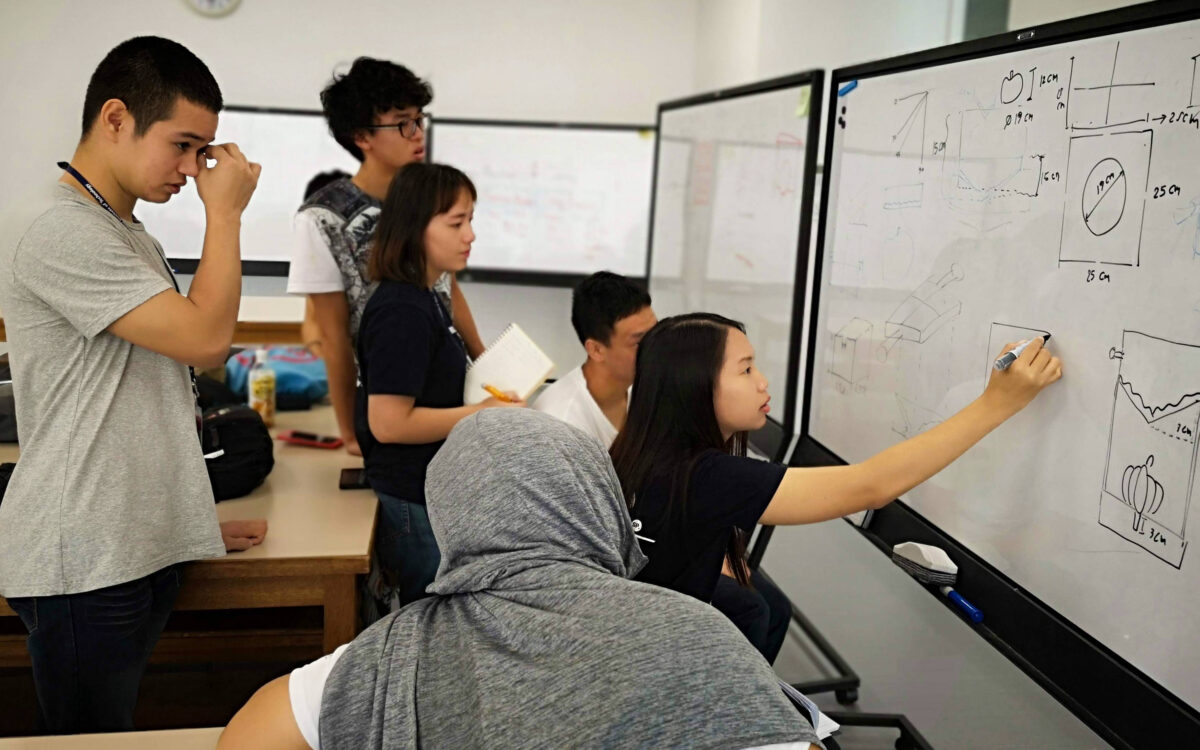 """【学生が企画・実施】ICT・KITの学生がアジアの学生とオンラインで多国籍チームを組み、 社会に実在する問題に当事者の立場になって解決に取り組む """"KIT Online Social Innovation Program""""を開催"""
